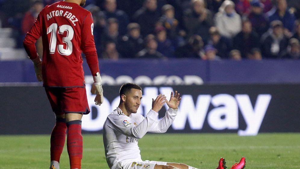 Foto: Eden Hazard en el partido contra el Levante donde sufrió la recaída en el peroné. (Efe)