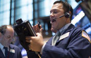 La caída del paro semanal a niveles de 2000 devuelve la calma a Wall Street