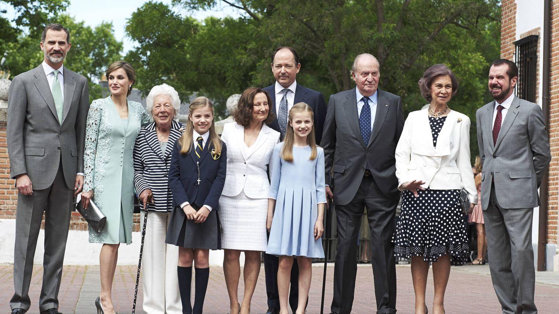 Foto de familia en la comunión de la infanta Sofía. (Getty)