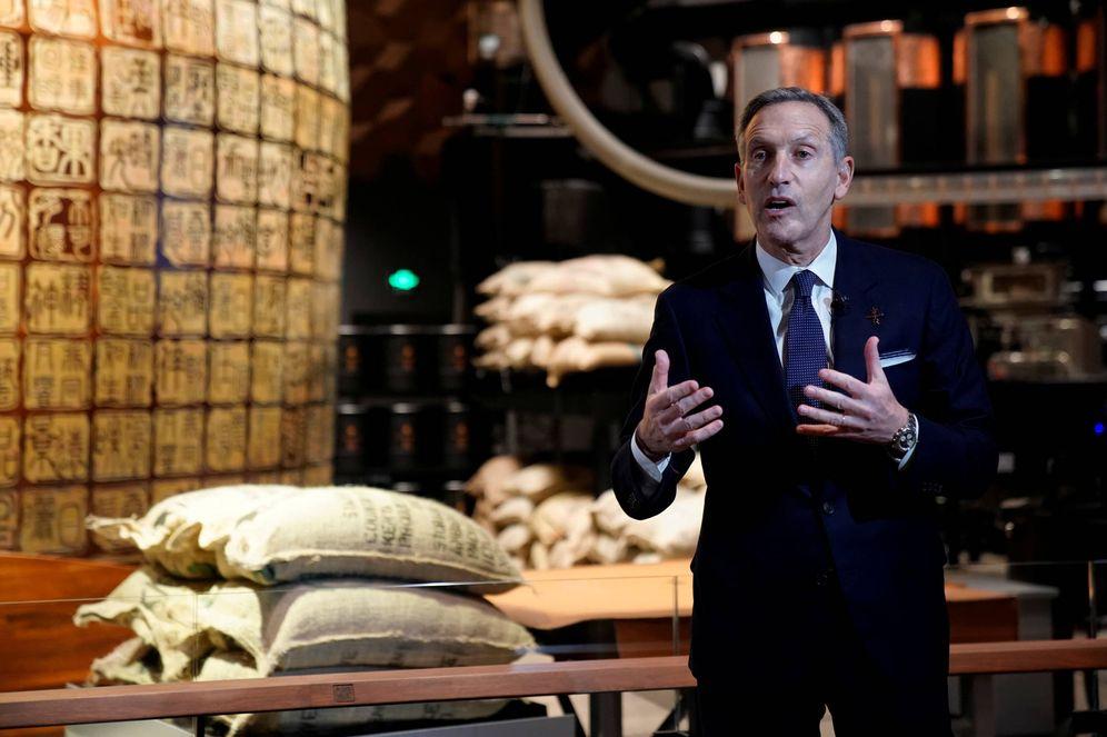 Foto: Howard Schultz durante una conferencia de prensa en el Starbucks Reserve Roastery, en Shanghái. (Reuters)