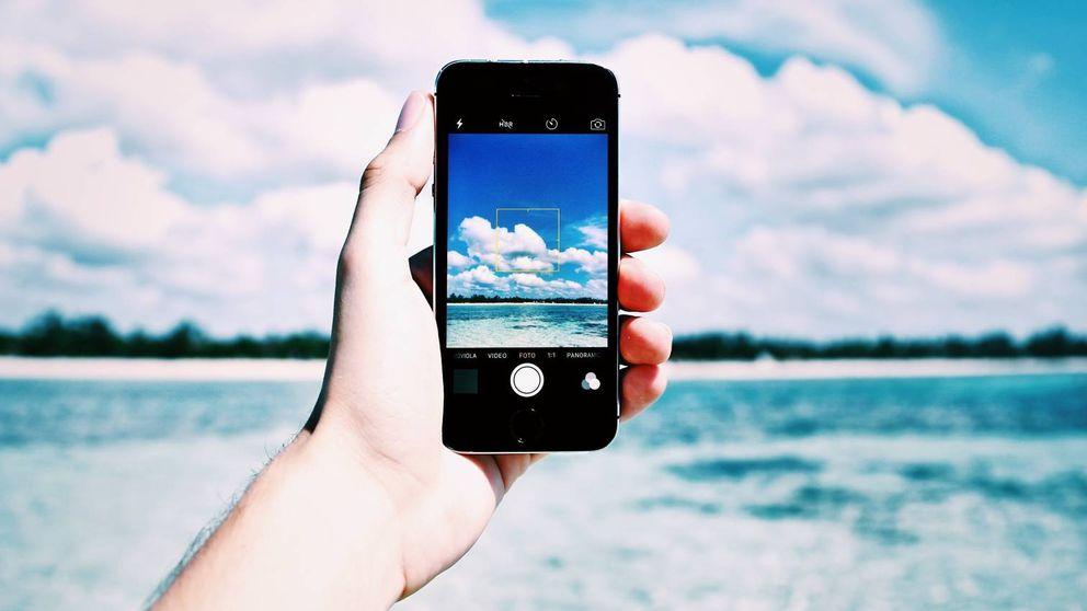 ¿Eres de los que te llevas el móvil a la playa? Lee esto antes de echar a perder tus 'gadgets'