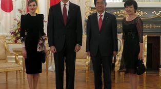 Dos guiños orientales y otro al pasado en el nuevo look de Letizia en Japón