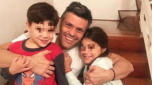Leopoldo López sale de la cárcel pero seguirá en arresto domiciliario