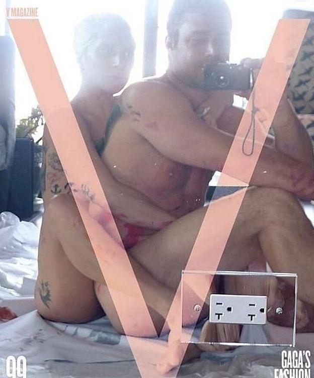 Foto: 'Selfie' de Lady Gaga y Taylor Kinney para la revista 'V Magazine'