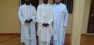 Post de Ruta contra el coronavirus por Guinea-Bissau: dos curas, una furgoneta y altavoces