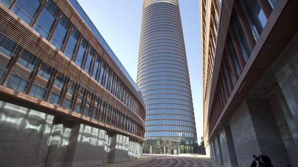 Foto: Vista de Torre Sevilla desde el área que ocupa el centro comercial. (EFE)