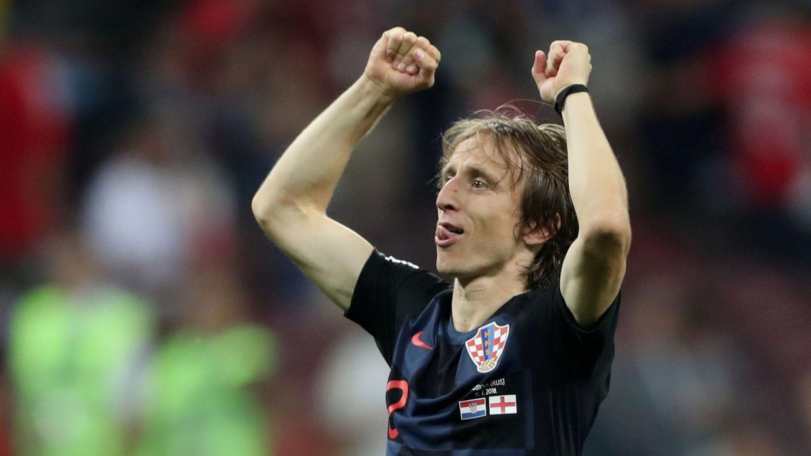 Foto: Luka Modric levanta los brazos para celebrar el pase a la final del Mundial tras eliminar a Inglaterra. (Reuters)