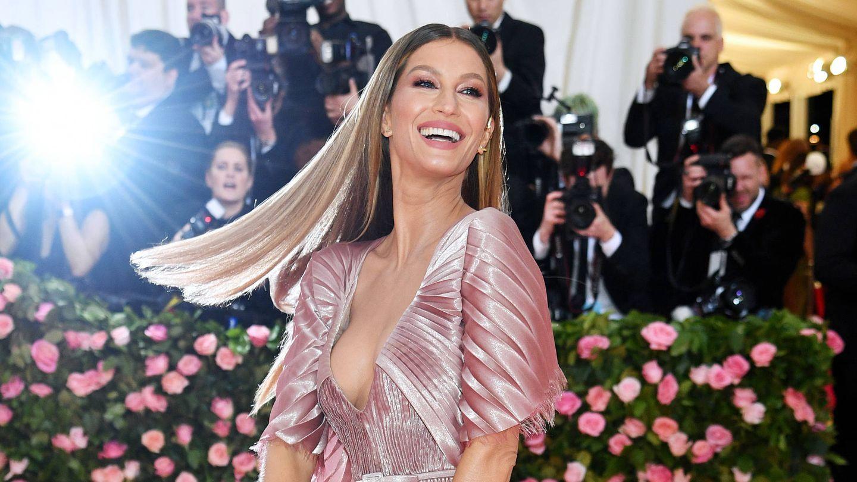 Gisele Bündchen, con el cabello ultraliso y extensiones en la Met Gala de 2019. (Getty)