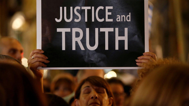 Vigila en el primer aniversario del asesinato de la periodista, en la que se reclamó 'justicia y verdad' para un crimen aún por esclarecer (REUTERS)