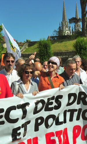 Aurore Martin burla a la Justicia y aparece en una marcha en Bayona