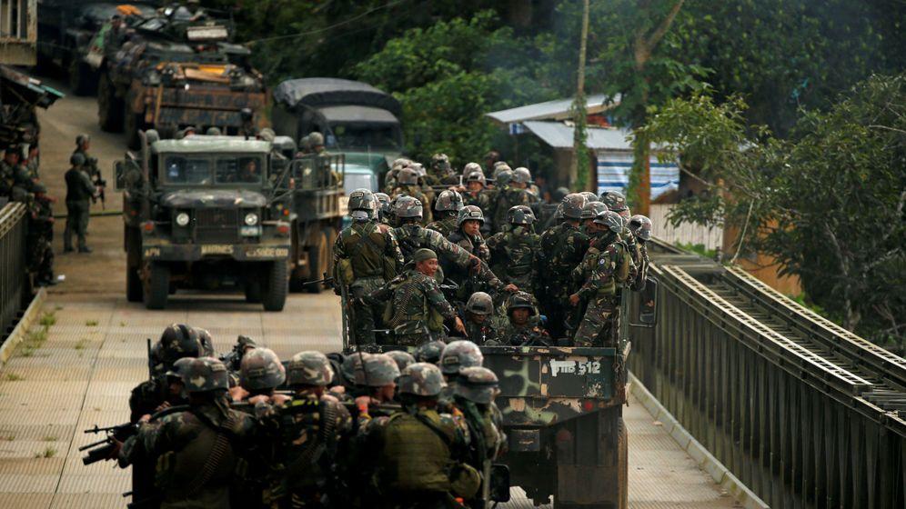 Foto: Tropas del ejército filipino durante la ofensiva antiyihadista en Marawi, en junio de 2017. (Reuters)