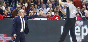 Post de La imagen de la Copa: el entrenador del Tenerife suplicando de rodillas a los árbitros