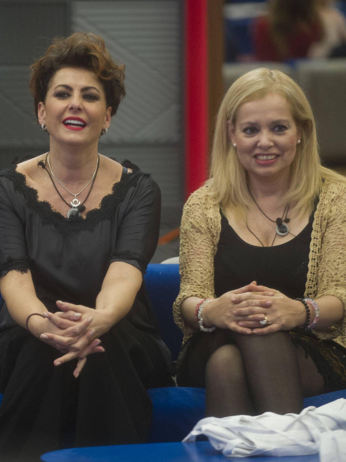 Irma Soriano y Emma Ozores, en el salón de 'GH VIP 5'. (Mediaset España)