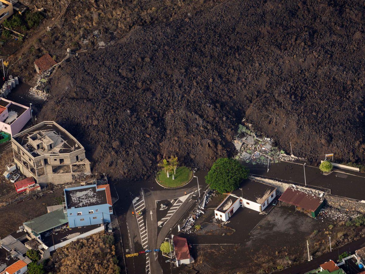 Foto: La colada de lava del volcán invade el municipio de El Paso (REUTERS)