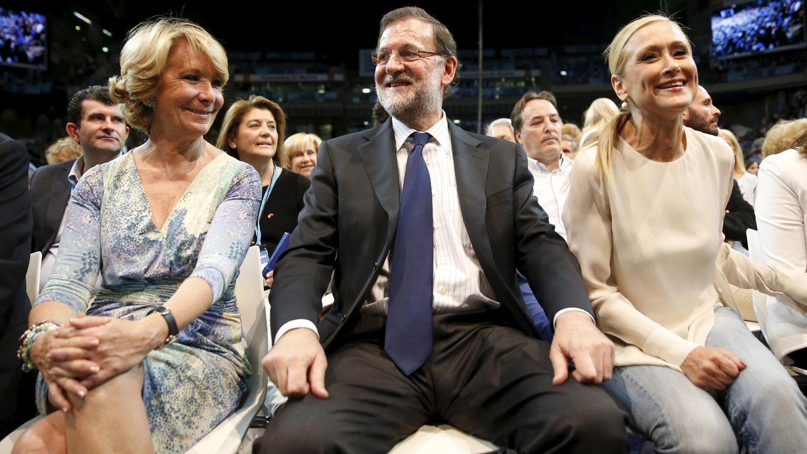 Foto: Esperanza Aguirre, Mariano Rajoy y Cristina Cifuentes. (Reuters)