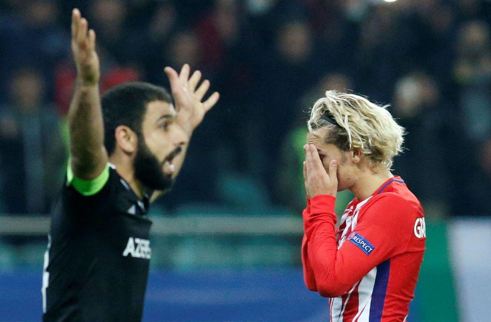 Foto: La imagen de Griezmann retrata a la perfección la actuación del Atlético de Madrid ante el Qarabag. (Reuters)