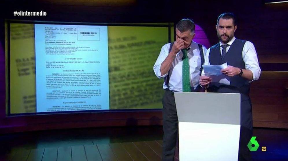Foto: Wyoming y Dani Mateo leen comunicado que archiva su querella.