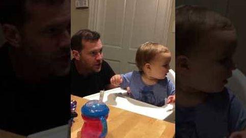 Un padre se lleva una sorpresa al enseñar a su hijo 'beatboxing'