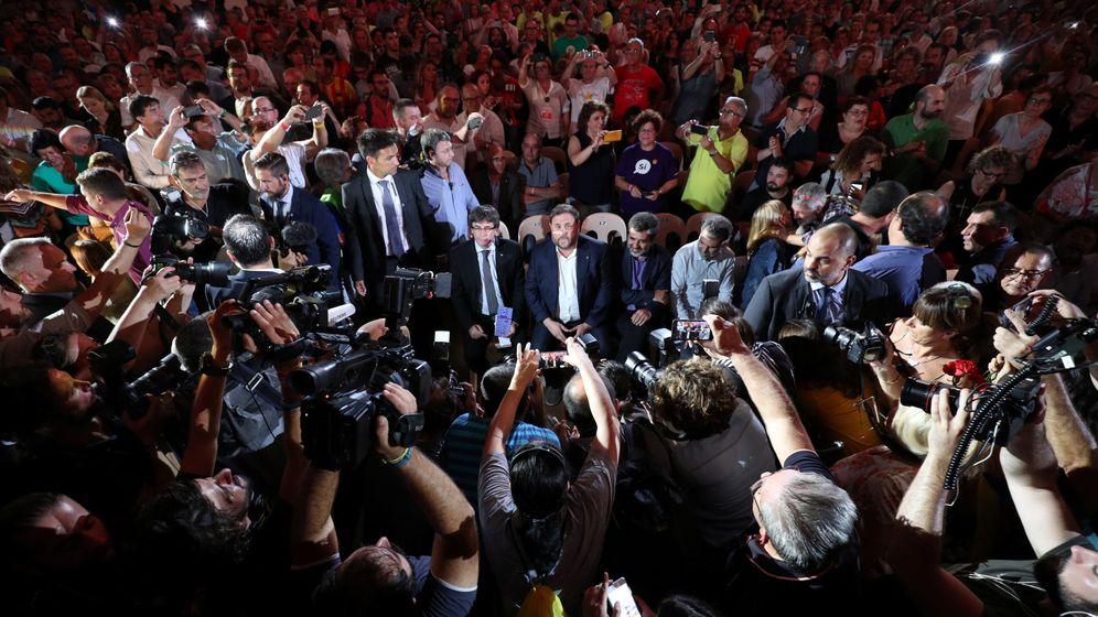 Foto: Carles Puigdemont y Oriol Junqueras a su llegada al acto. (EFE)