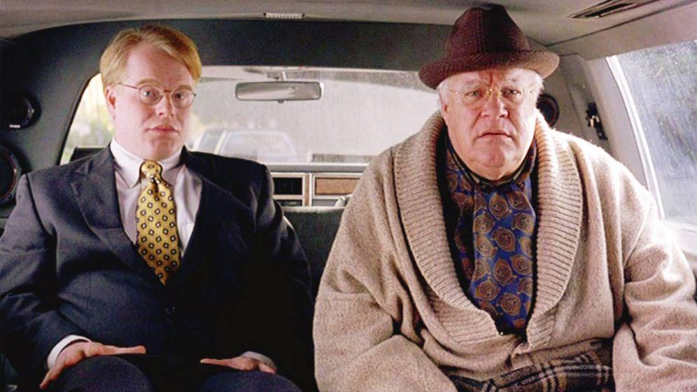 Foto: David Huddleston (d), junto a Philip Seymour Hoffman en 'El Gran Lebowski'
