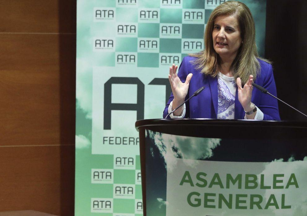 Foto: La ministra de Empleo, Fátima Báñez, durante su intervención en la apertura de la Asamblea General de la ATA. (EFE)