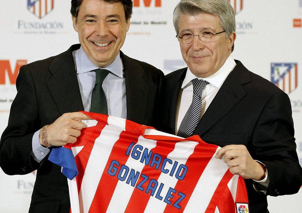 Foto: El presidente de la Comunidad, Ignacio González, junto con el máximo mandatario del Atlético de Madrid, Enrique Cerezo.