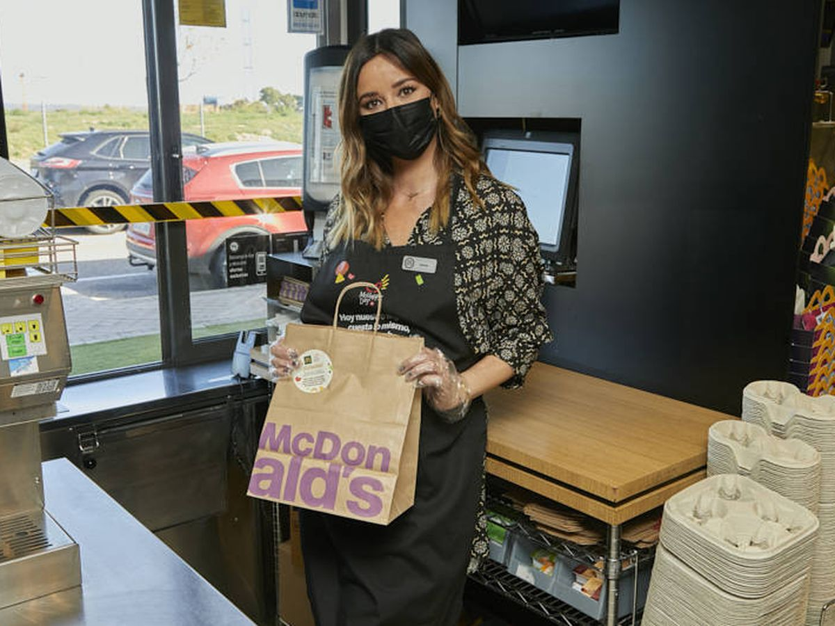Foto: La actriz Dafne Fernández, en un establecimiento de McDonald's. (Cortesía)