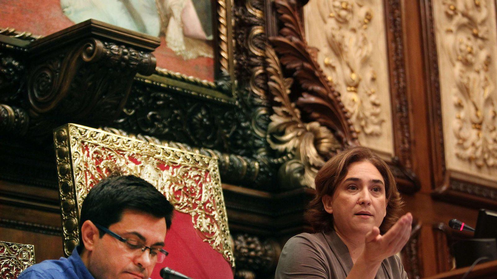 Foto: La alcaldesa de Barcelona, Ada Colau, y el primer teniente alcalde, Gerardo Pisarello. (Efe)