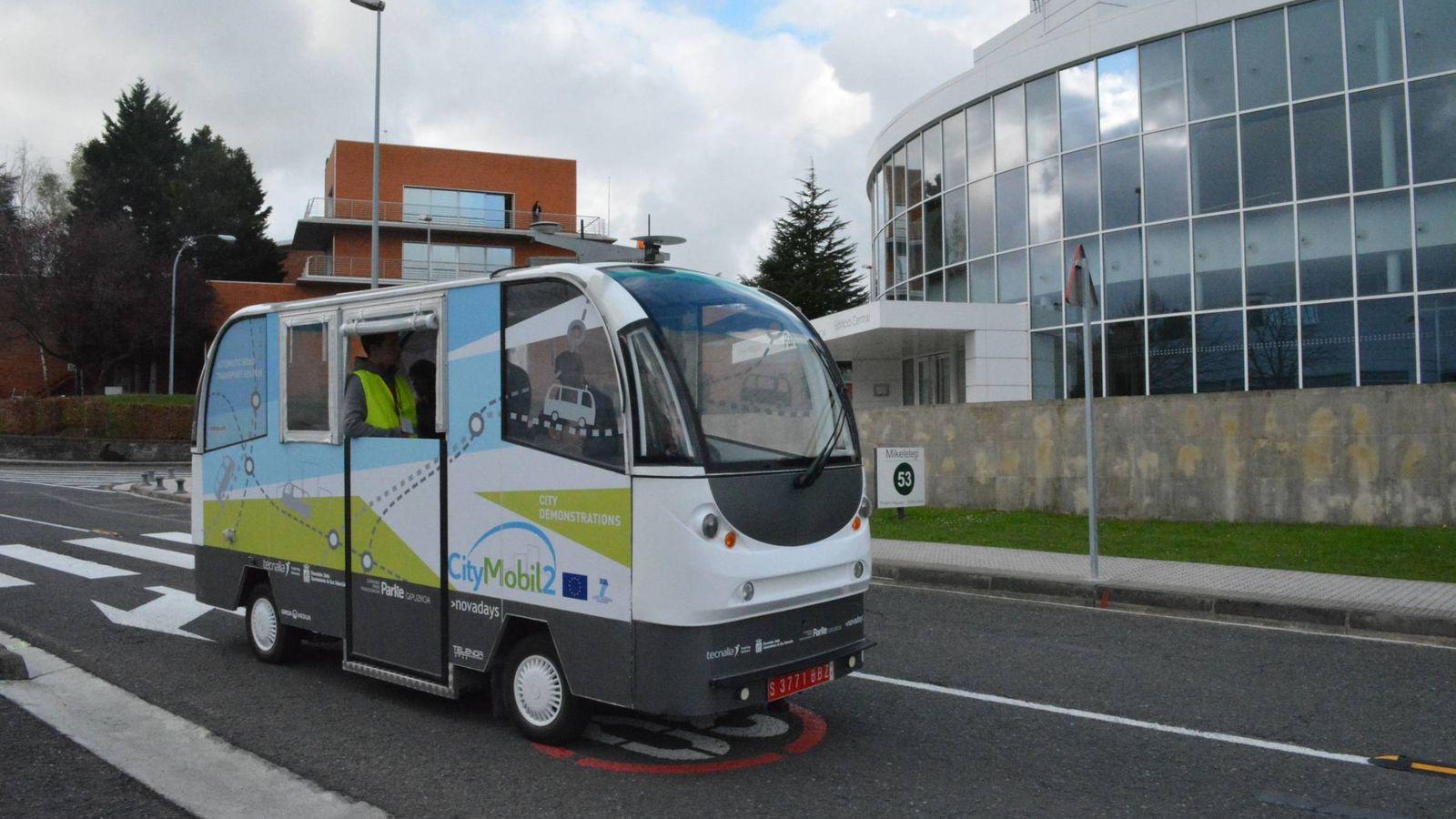 Foto: El autobús sin conductor circulando por las calles.
