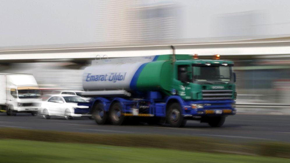 Foto: Vista de un camión cisterna cargado con gasolina. (EFE)