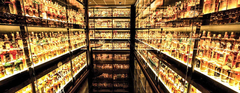 Foto: Exposición de whiskies en una de las estancias del Museo.