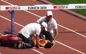 Brutal caída de Víctor García en la primera serie de 3000 m obstáculos