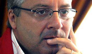 El secretario de Organización del PSOE instó al tripartito a reflexionar porque estaba perdiendo la confianza de los catalanes.