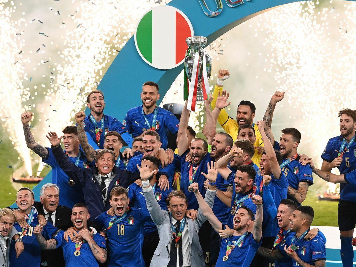Foto: Los jugadores italianos celebran el triunfo. (EFE)