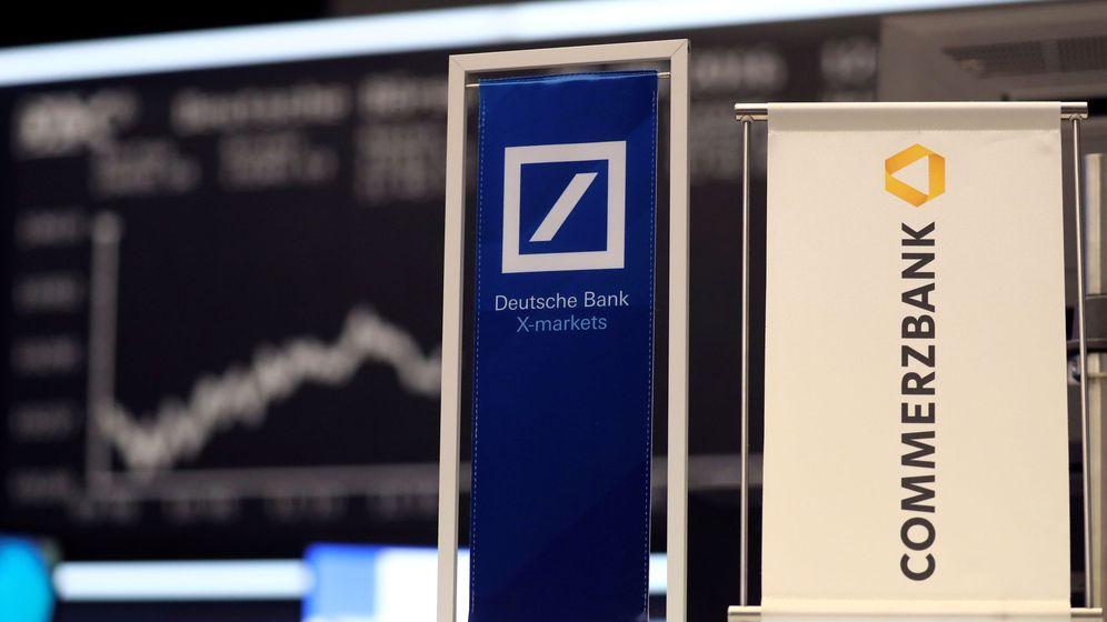 Foto: Foto de archivo de los logos de ambos bancos alemanes. (Reuters)