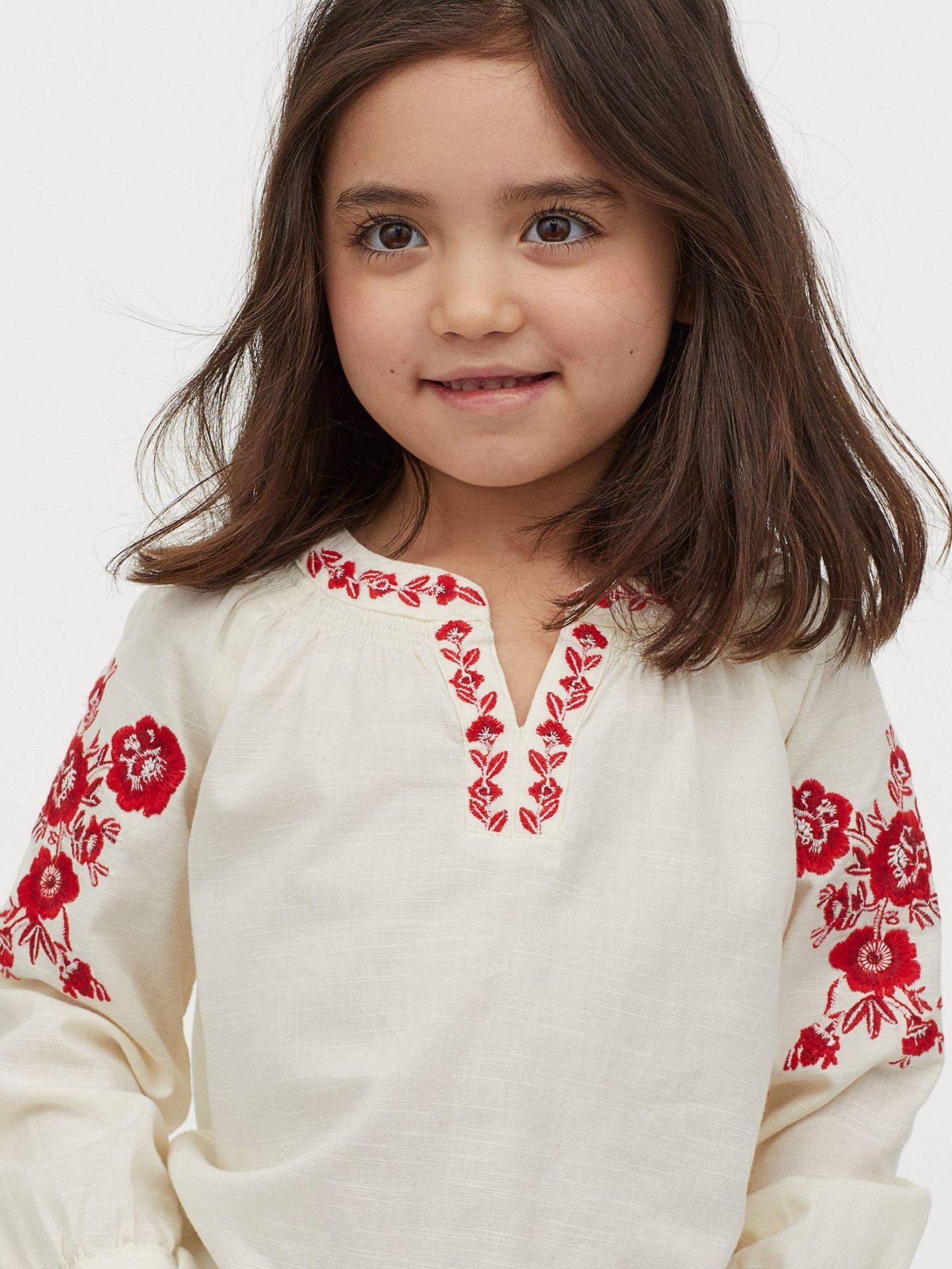Blusa de HyM para madres e hijas. (Cortesía)