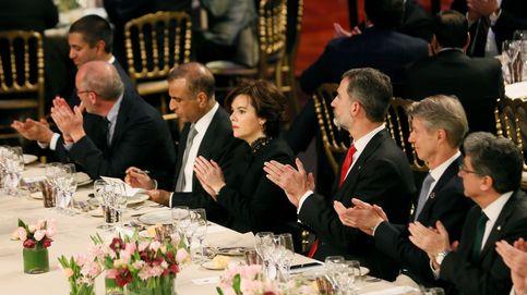 Postureo en la cena y protesta en la calle  contra la presencia del Rey en el MWC