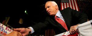 McCain vive la incertidumbre electoral en su hotel de la suerte