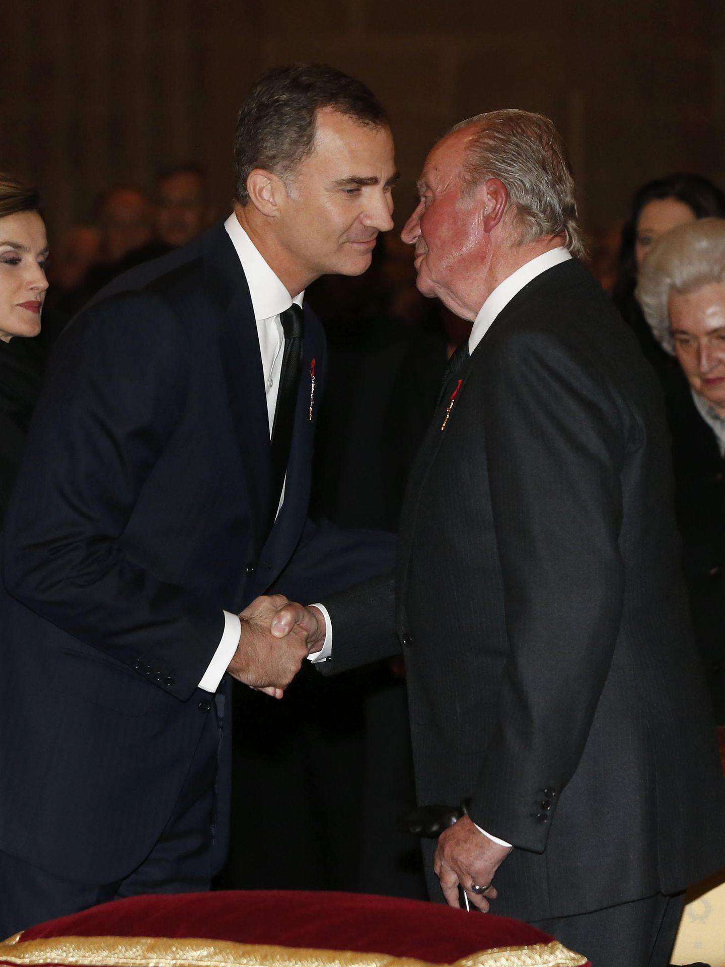El rey Felipe y don Juan Carlos, en una imagen de archivo. (EFE)