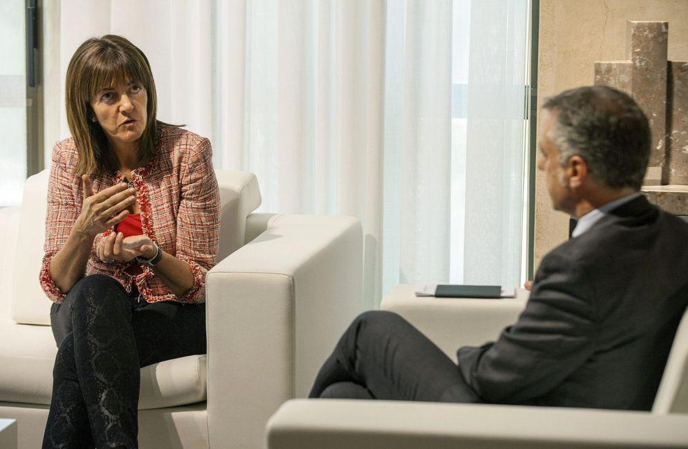 Foto: La secretaria general del PSE, Idoia Mendia charla con el lehendakari, Iñigo Urkullu, en octubre de 2014. (EFE)
