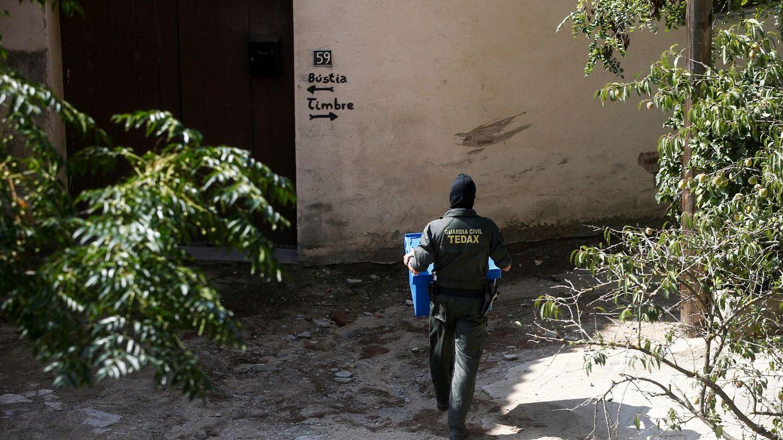 Descubren nueve artefactos explosivos de la Guerra Civil en un trastero en Santander