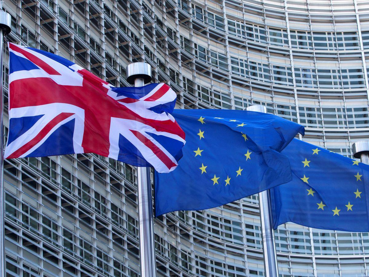 Foto: Bandera británica ante la sede de la Comisión Europea. (Reuters)