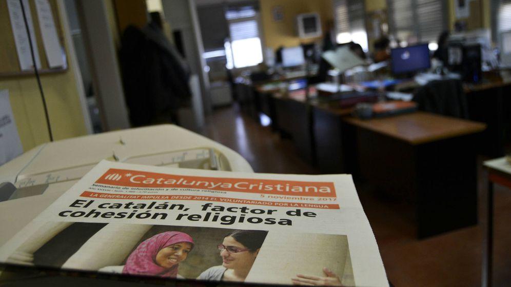 Foto: Uno de los últimos ejemplares de 'Catalunya Cristiana' en su redacción. (M. Z.)