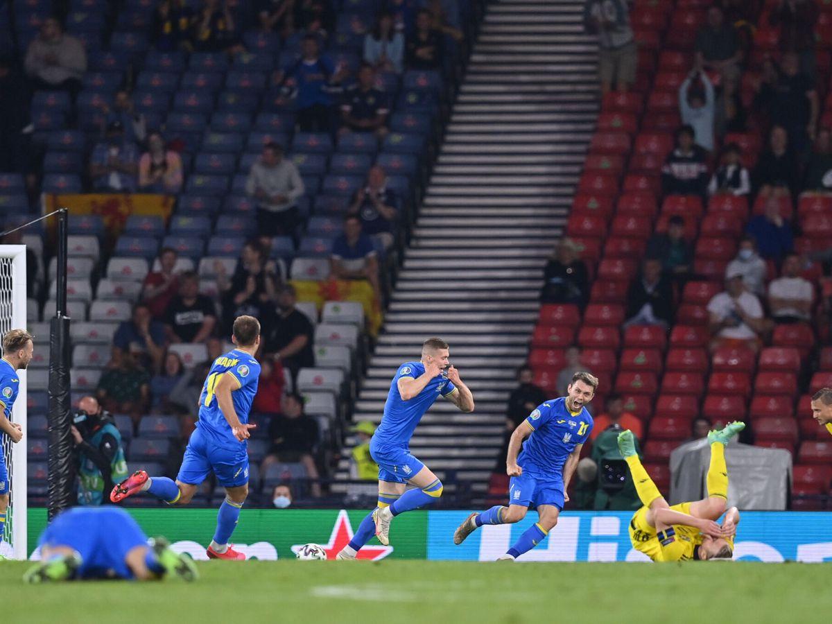 Foto: Artem Dovbyk anota el gol de la victoria. (Reuters)