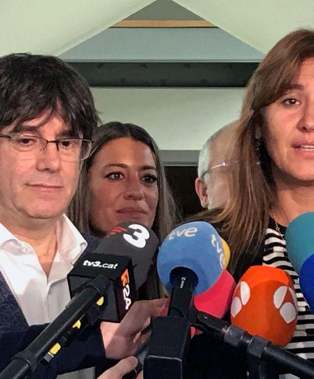 Foto: El expresidente de la Generalitat Carles Puigdemont y la número uno al Congreso por Barcelona, Laura Borràs. (EFE)