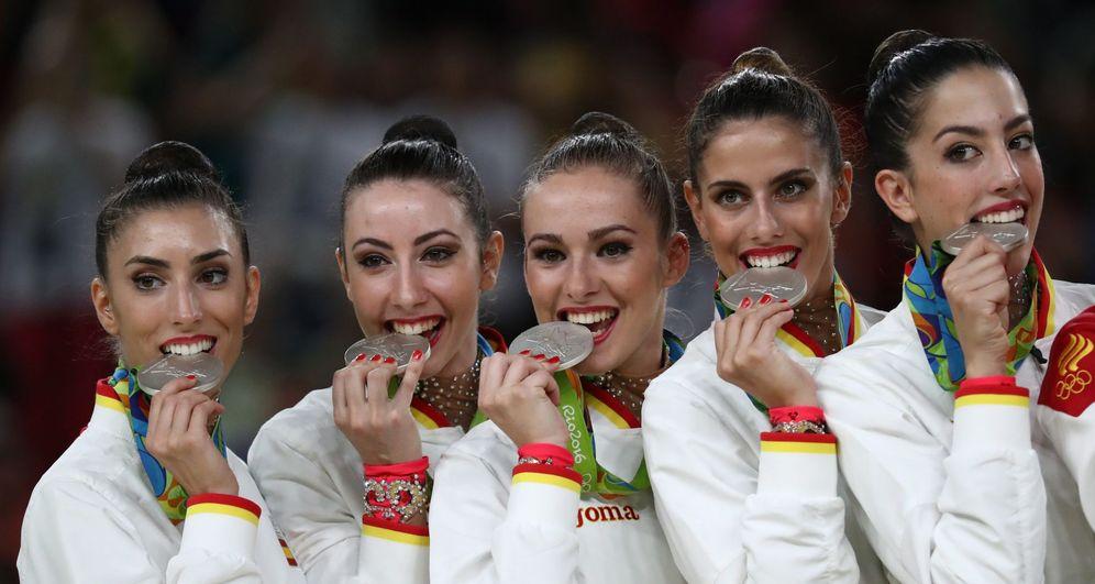 Foto: El equipo femenino de gimnasia rítmica se llevó una medalla de plata tras una soberbia actuación. (EFE)