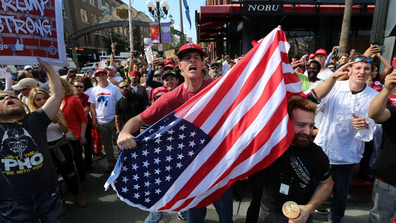 Partidarios de Trump increpan a manifestantes contrarios al candidato en San Diego, California, en mayo de 2016 (Reuters)