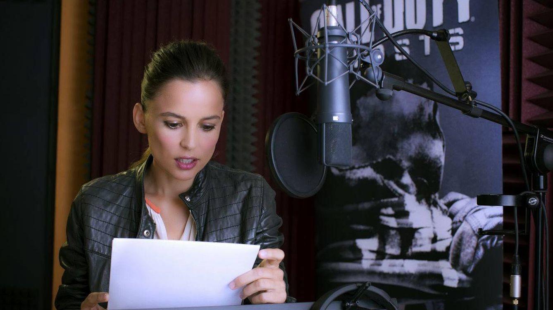 Foto: La actriz Elena Anaya durante el doblaje de Call of Duty: Ghosts