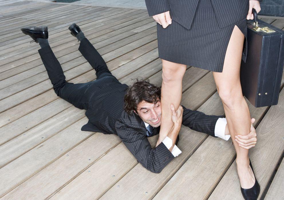 Foto: Hay hombres que disfrutan de las relaciones controladas por sus parejas. (Corbis)