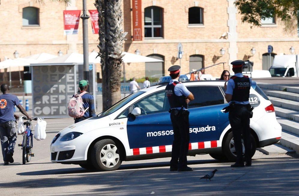Foto: Los 'mossos d'esquadra' no pueden prejubilarse sin que ello repercuta en su pensión. (EFE)